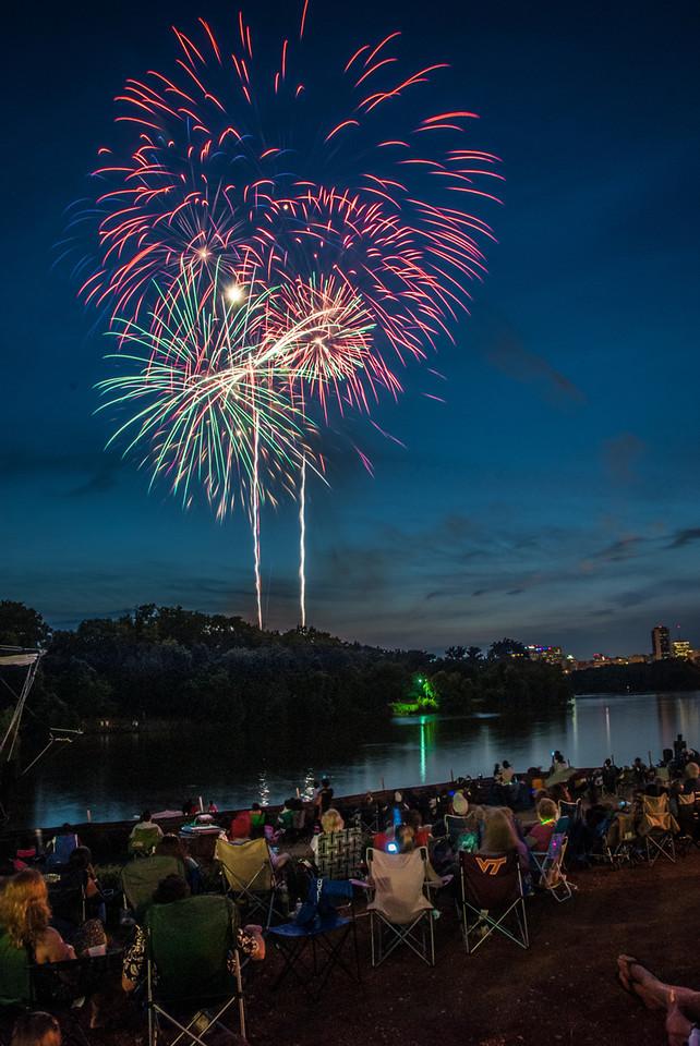 Rocketts landing fireworks-2